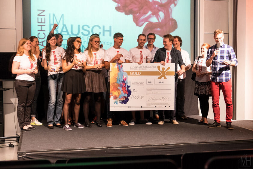 Studierende von RWTH und FH Aachen holten bei einem anspruchsvollen Marketing-Wettbewerb den ersten Platz. RWTH and FH students win the first prize in a marketing competition.